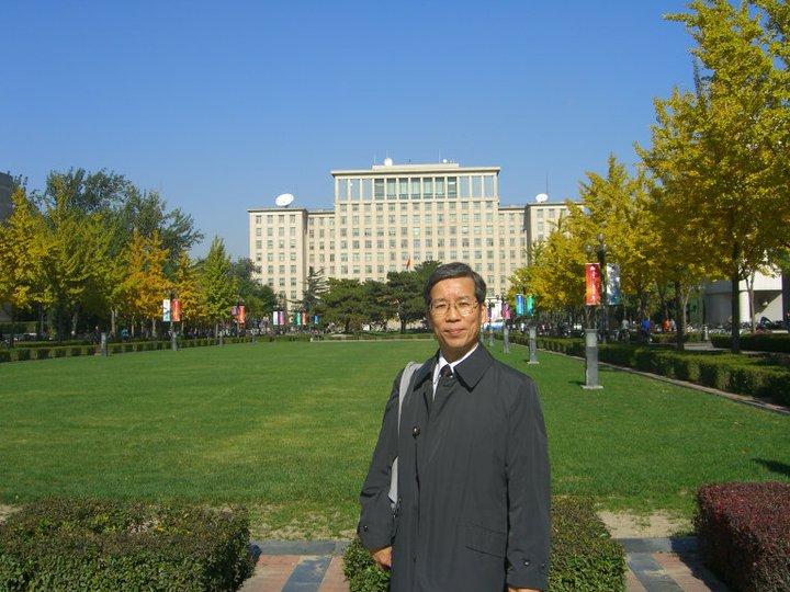 Prof. Nishihara in front of Main Building, Tsinghua University, Beijing